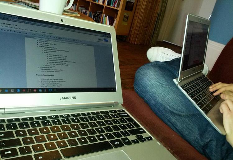 Chromebooks in a café